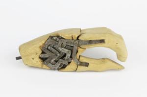 Nexus_protesi mano con Meccano_fondo Vanghetti (1)