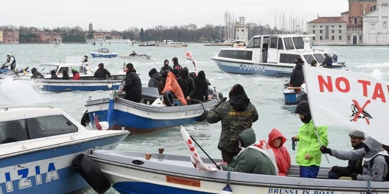 Vertice Italia Francia contestato a Venezia dai NO TAV