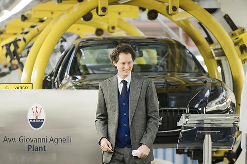Gli Agnelli lasciano l'Italia. Non gli facciamo più comodo