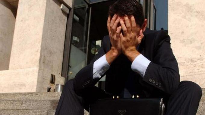 Suicidi: crescono del 20% tra disoccupati e imprenditori