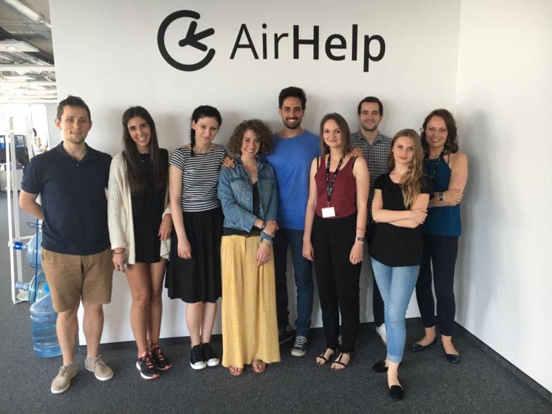 Il team AirHelp Italia. Nel mezzo Danilo Campisi, direttore di AirHelp Italia e head of online marketing di AirHelp.