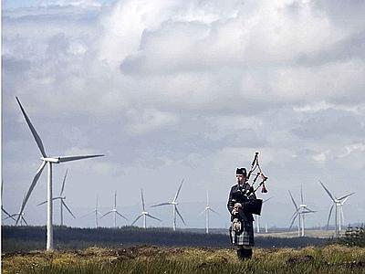 EAGLESHAM, SCOTLAND: David Wilton from the Scottish Power pipe band plays in front of some of the turbines. The Whitlee Wind Farm near Eaglesham has 140 turbines and will generate enough electricity to power the City of Glasgow. (EFG4843) IMAGE SUPPLIED BY Stuart Nimmo Photography    PHOTOGRAPH PROVIDED BY IBERPRESS +390670496984 www.iber-press.com