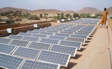 L'Algeria inaugura centrale elettrica solare da 20 MW