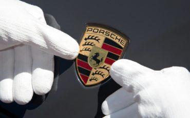Porsche prosegue il programma di integrazione per i rifugiati