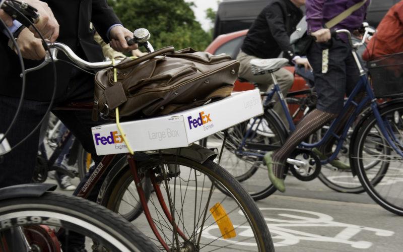 FedEx testa spostamenti con cargo bike